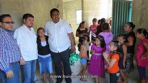"""Ayuntamiento entrega """"viviendas dignas"""" a familias que mas lo necesitan"""