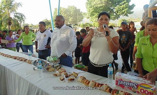 Gustavo Cueto y Rosibel Duque, emisarios de los Reyes Magos en Huixtla