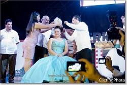 Momentos de la coronación de María Fernanda I.
