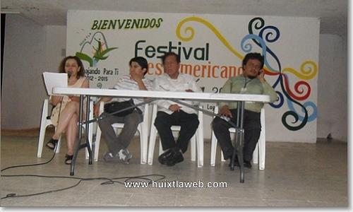 En Huixtla rinden homenaje al escritor Roberto López Moreno.
