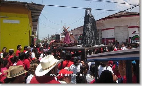 Concurrido el viacrucis coordinado por la iglesia en Huixtla