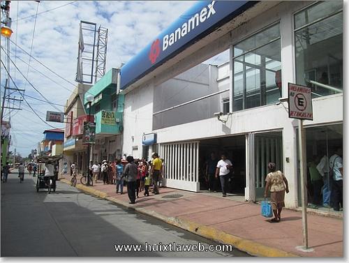 Pésimo servicio continua brindando BANAMEX sucursal Huixtla