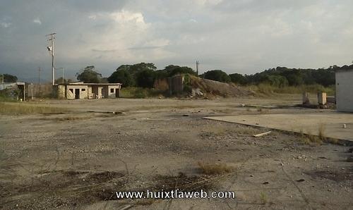 Demandan a CEFERESO y CEMEX concretos por químicos desechados al río Vado Ancho