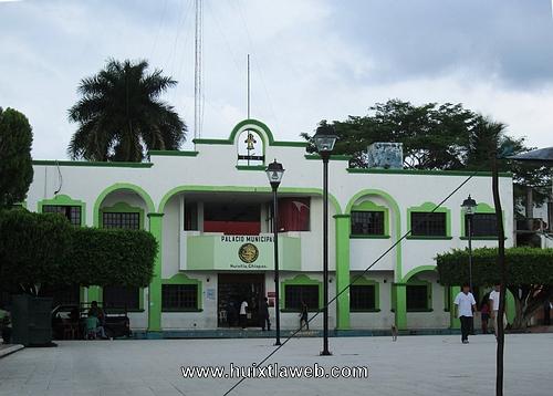 Expulsan a aviadores del ayuntamiento municipal de Huixtla