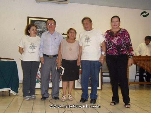"""Roberto López Moreno, presenta su libro """"meteoro"""" en Huixtla"""