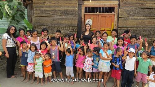 María Fernanda reina de la feria Huixtla convive con niños de escasos recursos