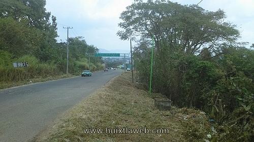 Ayuntamiento inicia con la Reparación de lámparas públicas en Huixtla