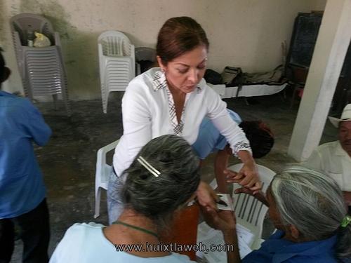 Con éxito recorrido de la presidenta del DIF en la zona alta de Huixtla