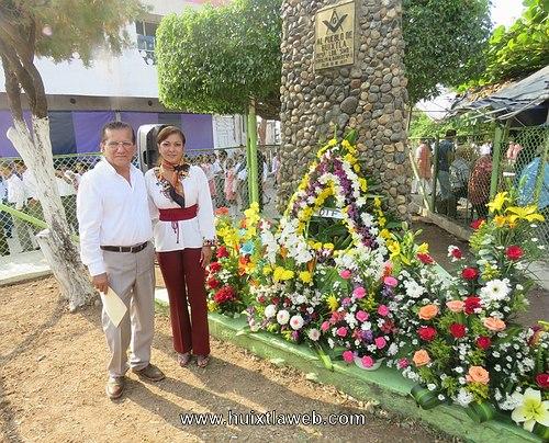 Ayuntamiento y Escuela Secundaria conmemoran 209 aniversarios del natalicio de Benito Juárez