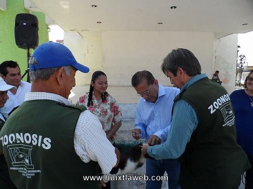 Inicia campaña de vacunación antirrábica en Huixtla
