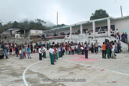 DIF municipal acude a ejido Morelos con la feria de la salud