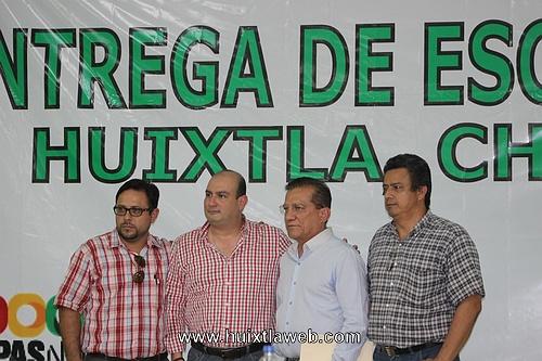 CORET entrega escrituras a seis colonias en Huixtla