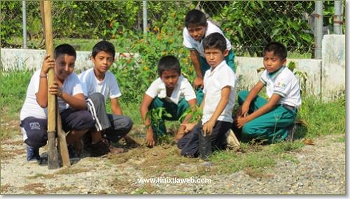 Ayuntamiento fomenta la cultura de la reforestación en la niñez huixtleca
