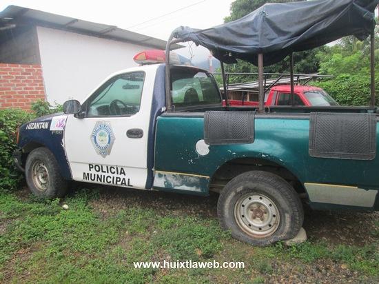 Por falta de combustible y mantenimiento tirados vehículos oficiales en Tuzantán