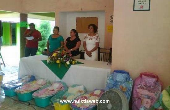 Entregan apoyos a madres huixtlecas