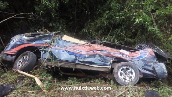 Diez heridos y un muerto al caer colectivo a un barranco Huixtla – Motozintla