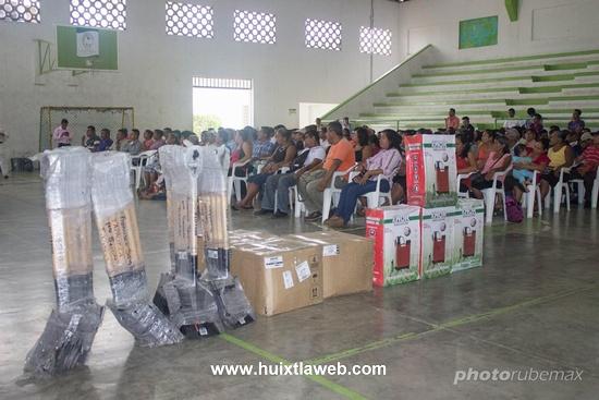 Entrega empleo temporal y herramientas Ayuntamiento de Tuzantán