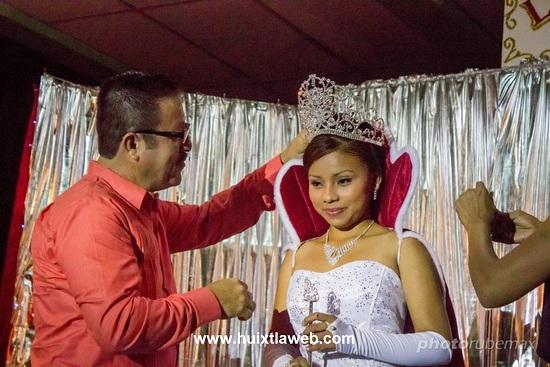 Alcalde Coronó a la Reyna de la Feria Comercial Tuzantán 2015
