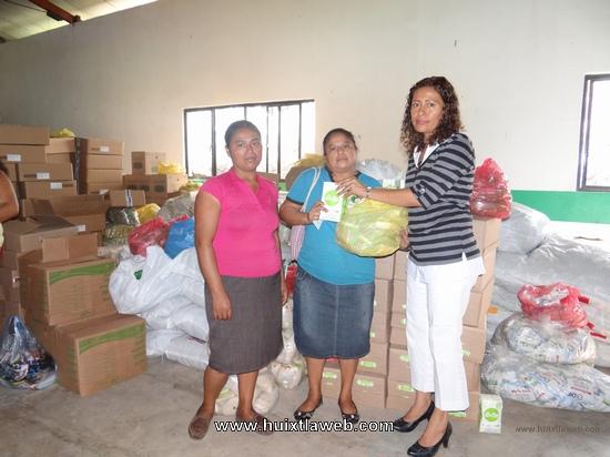 Presidenta de DIF entrega Desayunos Escolares