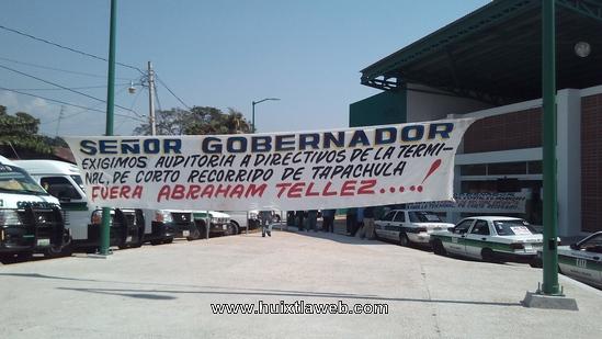 Transportistas se posesionan de la terminal de corto recorrido en Huixtla