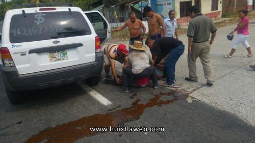 Cinco heridos en aparatoso accidente vehicular en Tuzantán