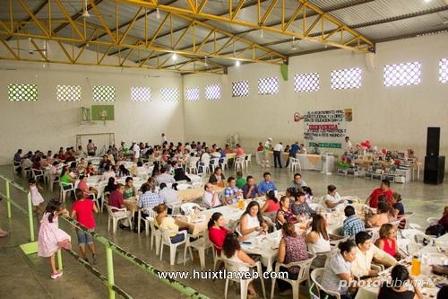 Festeja ayuntamiento de Tuzantán día del maestro