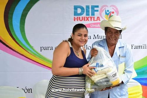 Sin cobrar quincena de diciembre empleados del DIF de Huixtla