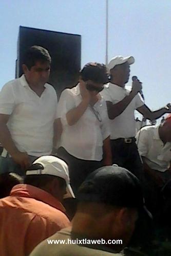 Síndica y regidores presenta su renuncia durante en marcha en Huixtla