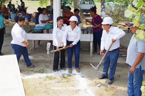 Banderazo de construcción de techado en escuela telesecundaria de Rio Arriba Salvación