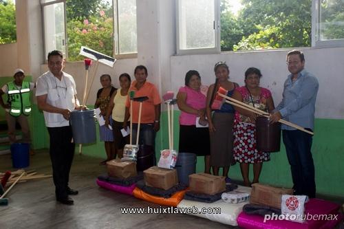 Entrega Edil de Tuzantán ayuda humanitaria a familias afectadas por el sismo