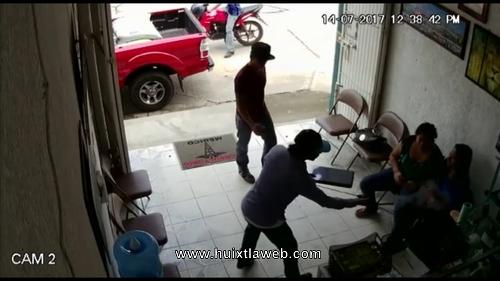 Violento asalto a farmacia medico amigo en Huixtla