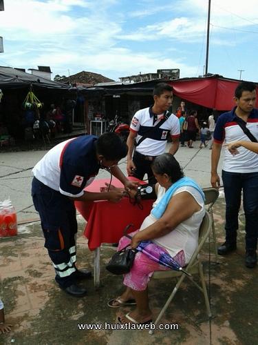 Campaña de atención gratuita a población abierta realiza Cruz Roja Huixtla