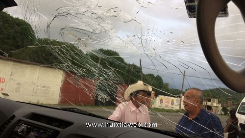 Grupo de anti – mineros dañan vehículo en Acacoyagua