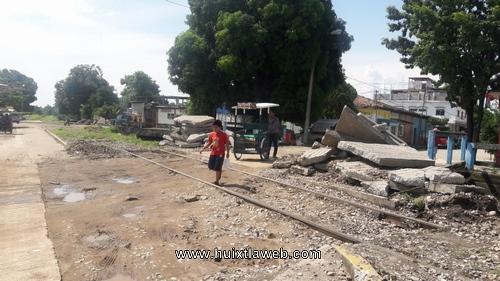 Se oponen triciclero por daños provocados por empleados de ferrocarriles