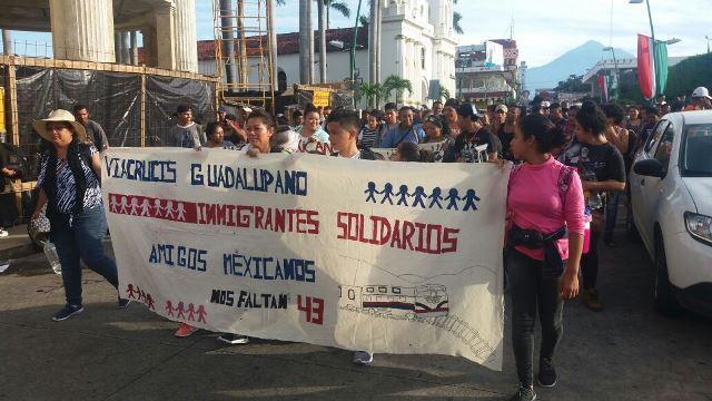 Migrantes centroamericanos realizan caminata Viacrucis Guadalupano