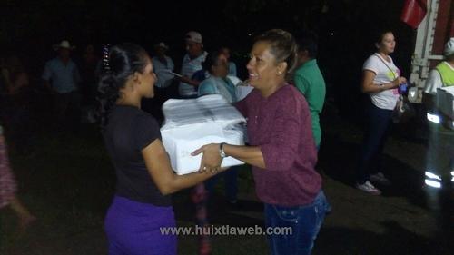 Entrega DIF municipal paquete alimentarios a familias afectadas por lluvias en Tuzantán