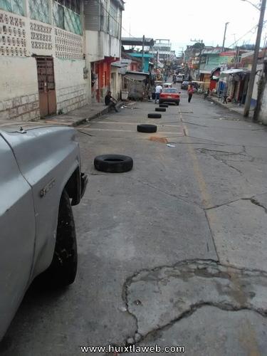 Piden al nuevo gobierno  quitar los apartados de estacionamiento en calles de Huixtla