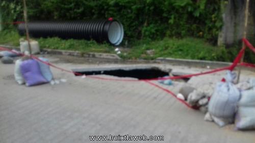 Huehuetecos piden reparar Socavón