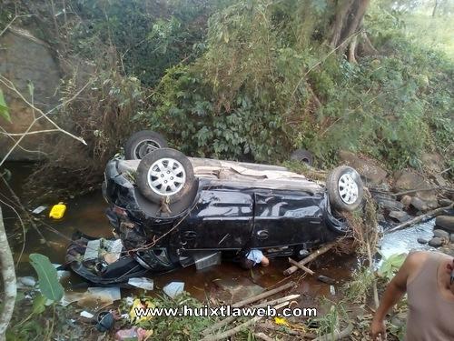 Médico y enfermera del IMSS, mueren en accidente automovilístico