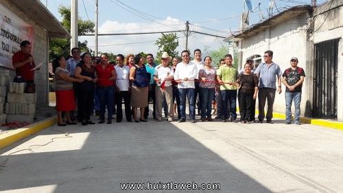Inaugura ayuntamiento de Tuzantán pavimentación de calle en Xochiltepec