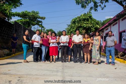Inaugura ayuntamiento de Tuzantán pavimentación de calle en la 29 de diciembre