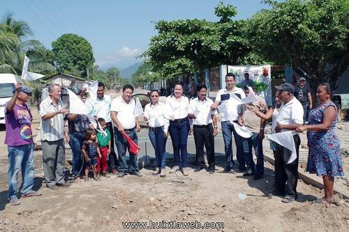 Inician de pavimentación del acceso a Lázaro Cárdenas en Comaltitlán