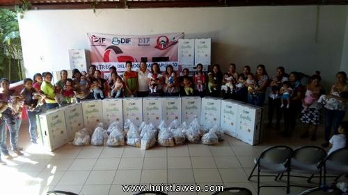 Entrega DIF programa Capullito a madres con bebés recién nacidos en Tuzantán