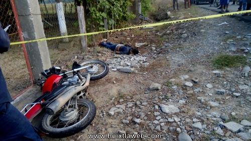 Transportista Huixtleco, muere al derrapar con su motocicleta