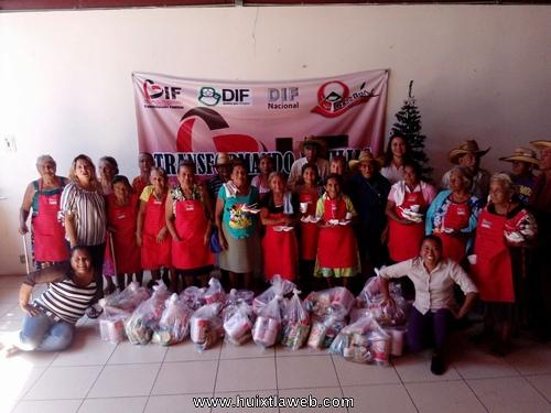 Festejan posada navideña abuelitos de CASA DIA en Tuzantán