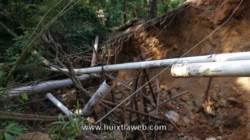 se vuelve a dañar la tubería de agua en Huixtla