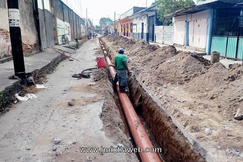 Realizan cambio del drenaje sanitario en la segunda avenida sur en Comaltitlán