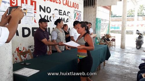Mujeres de prospera reciben certificados de primaria y secundaria en Tuzantán