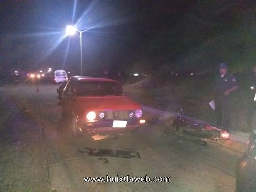 Motociclista choca contra vehículo estacionado