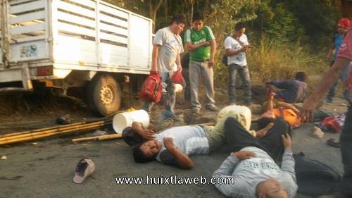 Se accidenta carro manguero en Mazatán